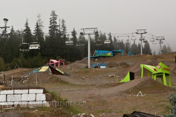 mountain-bike-runs-whistler-jumps-gondola