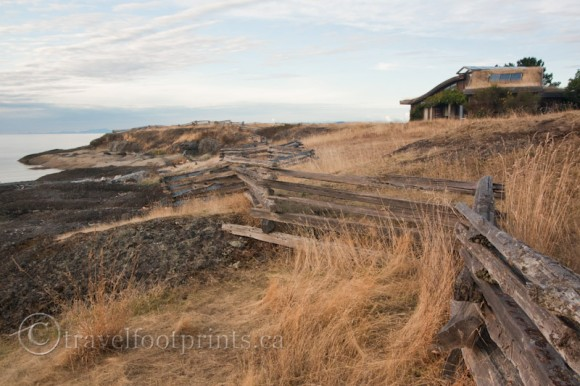 hornby-island-whaling-station-bay-unique-house-wood-snake-fence
