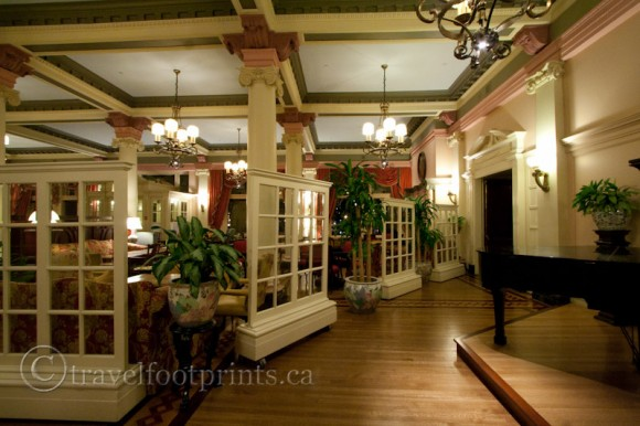 victoria-fairmont-empress-hotel-afternoon-tea-lobby-piano