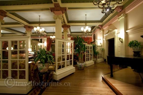 victoria-fairmont-empress-hotel-afternoon-tea-lobby-piano