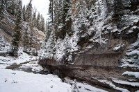 johnston-canyon-winter-hiking-trails-snow