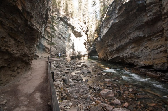 Johnston-canyon-walk-along-river-rocks-cliffside
