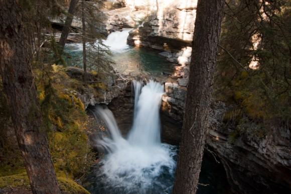 Johnston-canyon-upper-falls-trees-blue-water