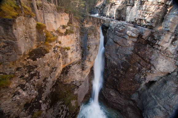 johnston-canyon-view-falls-cliff