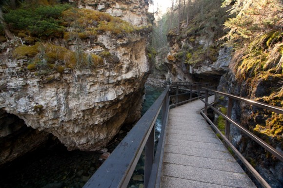johnston-canyon-catwalk-trail-cliff