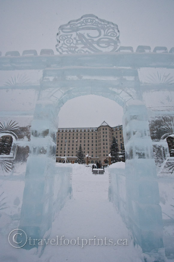 lake-louise-ice-magic-festival-fairmont-ice castle-hotel