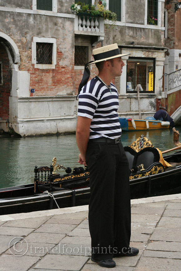 gondolier-with-hat-standing-venice