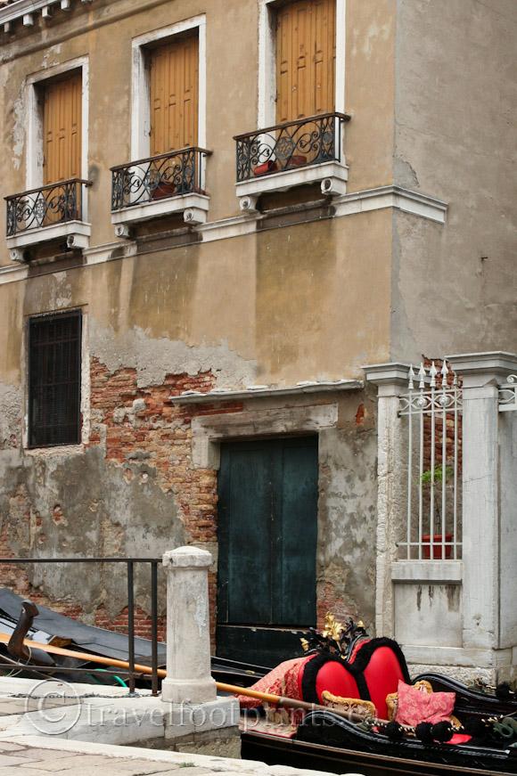 romantic-gondola-venice-canal-italy-brick-building