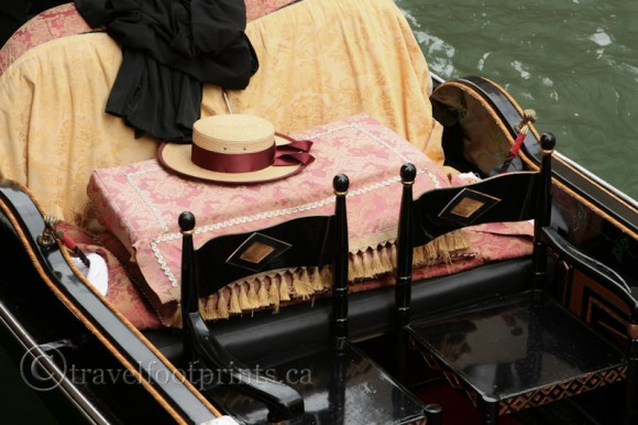 venice-gondola-hat-chairs-cushion-seating-italy