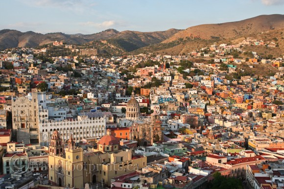 pipila-hill-view-guanajuato-university-mexico-san-diego-church-basilica-colorful-houses