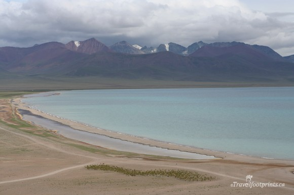 nam-tso-lake-tibet-mountain-range