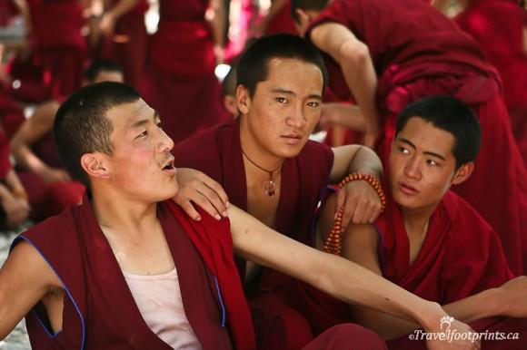 three-monks-sitting-red-robes-sera-monastery-lhasa-tibet