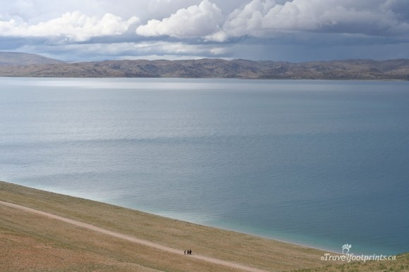 large-lake-blue-water-mountains-sky-clouds-nam-tso-tibet