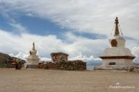 stupa-nam-tso-lake-tibet-blue-sky-religious-monument