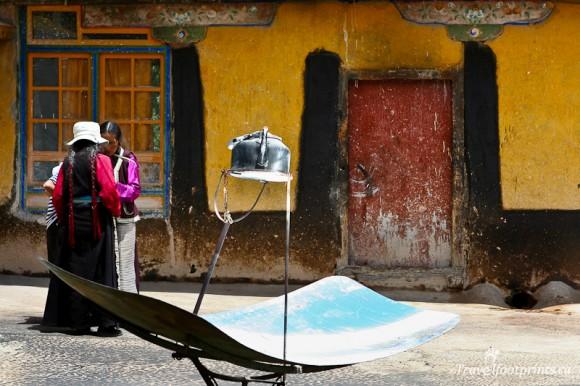 teapot-outside-in-sun-tibetan-woman-wooden-door-lhasa