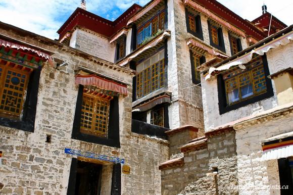 decorated-windows-tibetan-building-lhasa