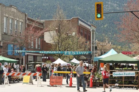 garden-festival-downtown-Nelson-baker-street-british-columbia-selkirk-mountains-kootenay