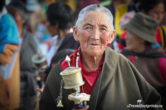elderly-tibet-lady-holding-prayer-wheel-cloak-lhasa-religion