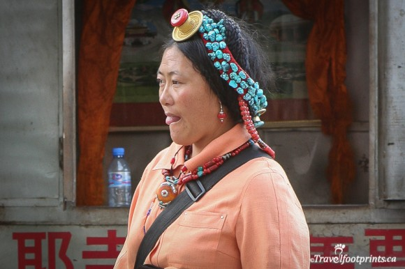 tibetan-lady-wearing-traditional-bead-head-dress-lhasa