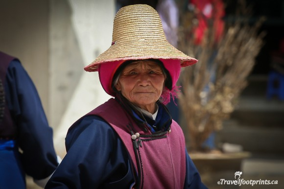 tibetan-lady-with-weathered-face-and-haunting-eyes-wearing-large-straw-hat-tibet