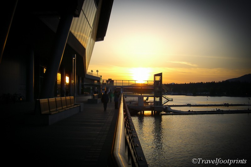 sunset-coal-harbour-convention-center-downtown-vancouver-twilight-walkway-romantic-city