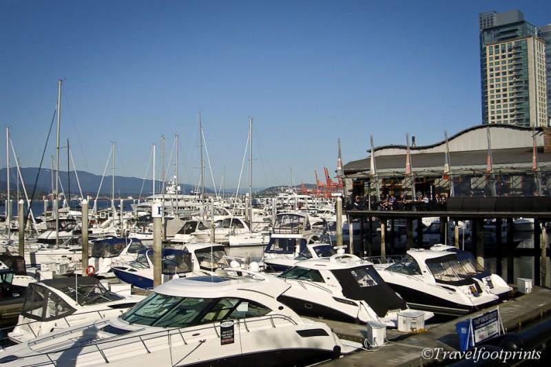 yachts-boats-marina-ocean-coal-harbour-vancouver-cadero-restaurant-patio-blue-sky