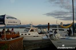 boats-slips-tie-up-dinghy-dock-pub-outside-patio-umbrellas-ocean-views-water