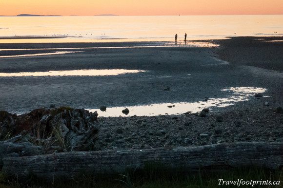 orange-sunset-parksville-beach-sand-ocean-vancouver-island-romantic-rocks