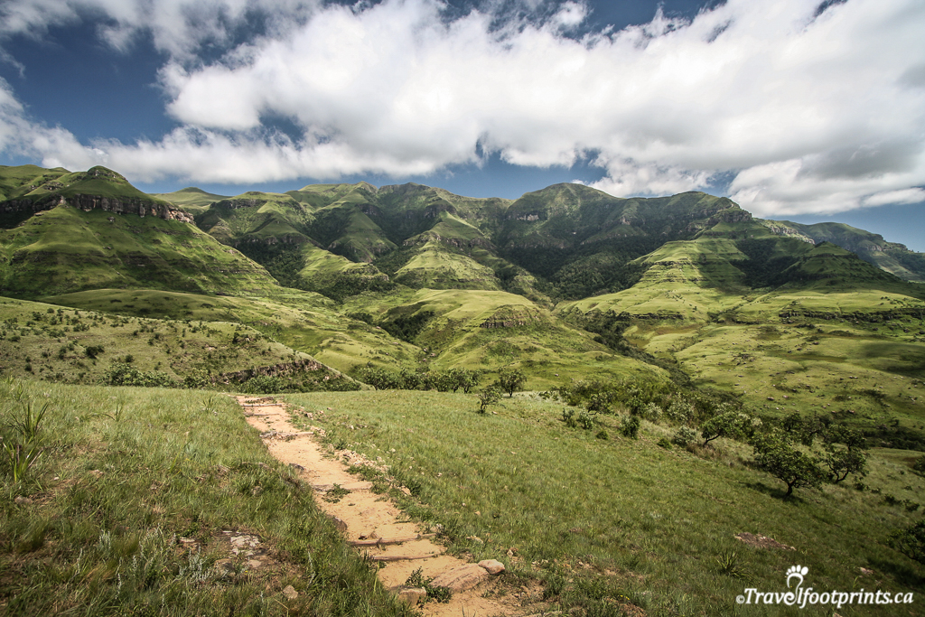 monks cowl hiking trail in the drakensberg mountains